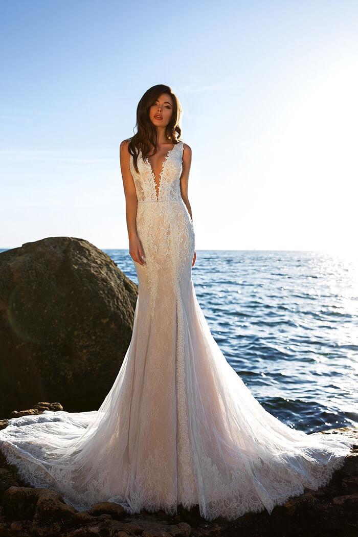 性感深V領型婚紗禮服領口,手工婚紗