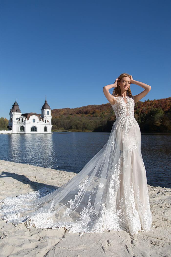 V領蕾絲手工婚紗