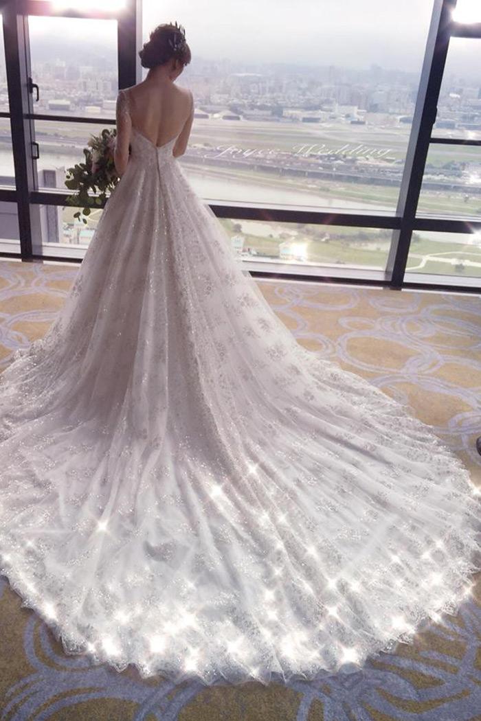 蕾絲長拖尾設計白紗